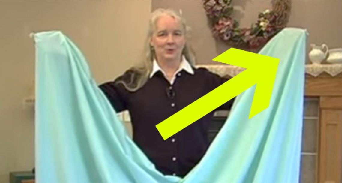 אף פעם לא הצלחתי לקפל את סדין המיטה בצורה טובה – עד שראיתי את הטריק הגאוני הזה