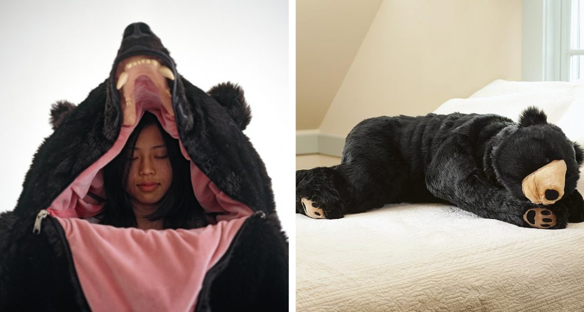 שק השינה הזה שנראה כמו דוב יבטיח שאף אחד לעולם לא יפריע לכם כשאתם ישנים