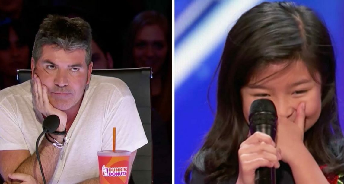 סיימון לגלג וצחק כאשר הילדה אמרה שתשיר שיר של סלין דיון – שניות אחר כך הוא אכל את הכובע