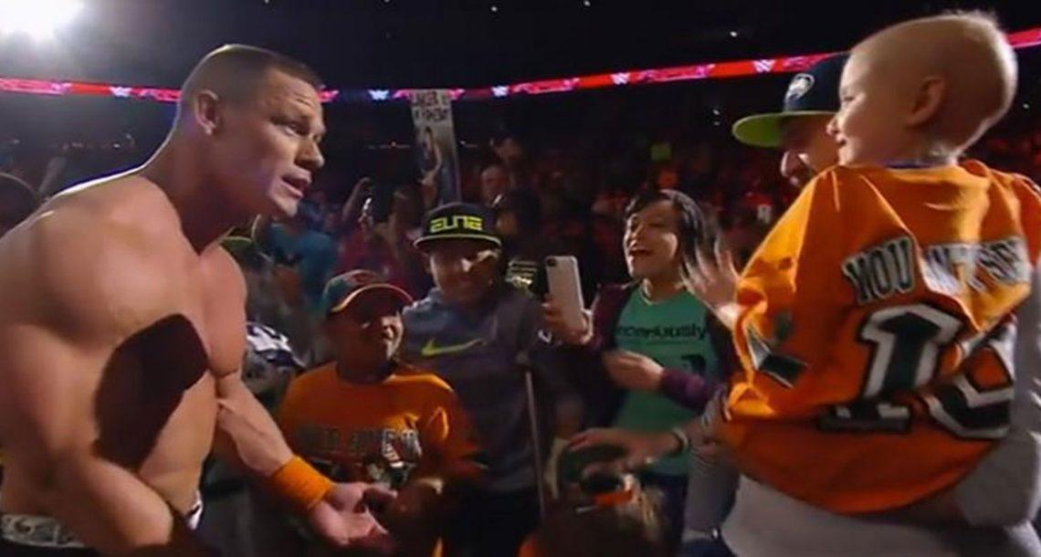 כוכב ה WWE עצר בפתאומיות קרב, ועשה כבוד ענקי לניצולת סרטן בת 7 שהייתה בקהל