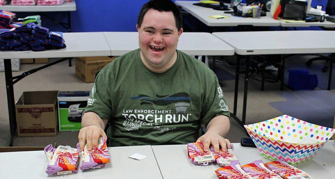 בחור בן 21 עם תסמונת דאון העמיד את הסקפטיים במקומם – הפך את התשוקה שלו לעסק שמגלגל מיליונים