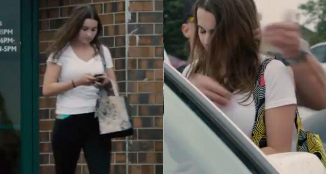 היא הייתה עסוקה בהודעת טקסט בזמן הליכה. עכשיו תראו מה הבחור הזה עושה לה…