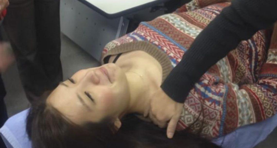 סובלים מכאב בצוואר? הטריק היפני הזה מרפא כאבים וצוואר תפוס ב 10 שניות בלבד!