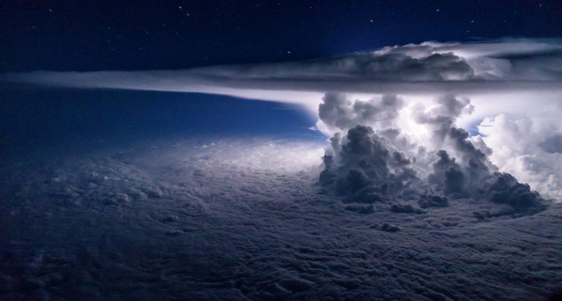 הטייס הזה מצלם באופן קבוע מתא הטייס. והתמונות האלה פשוט מטורפות!