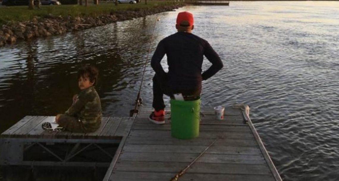 התמונה מראה אבא דג יחד עם בנו בן ה 6 – דקות לאחר מכן הוא מת כגיבור