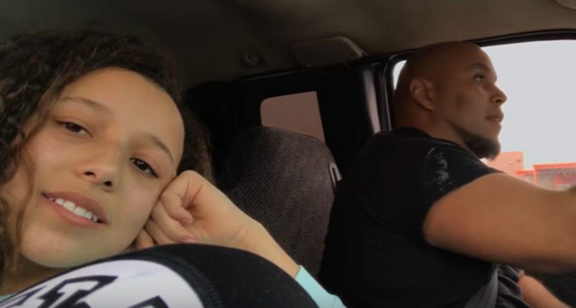הסרטון הזה של האבא הזה שר באוטו יחד עם הבת שלו נצפה יותר מ 6 מליון פעמים, וקל להבין מדוע
