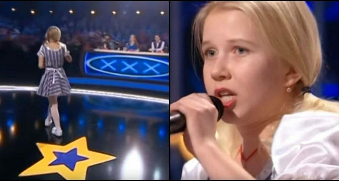 ילדה קטנה ובלונדינית עמדה קפואה על הבמה – שניות אחר כך טוויסט לא צפוי השאיר את השופטים בהלם