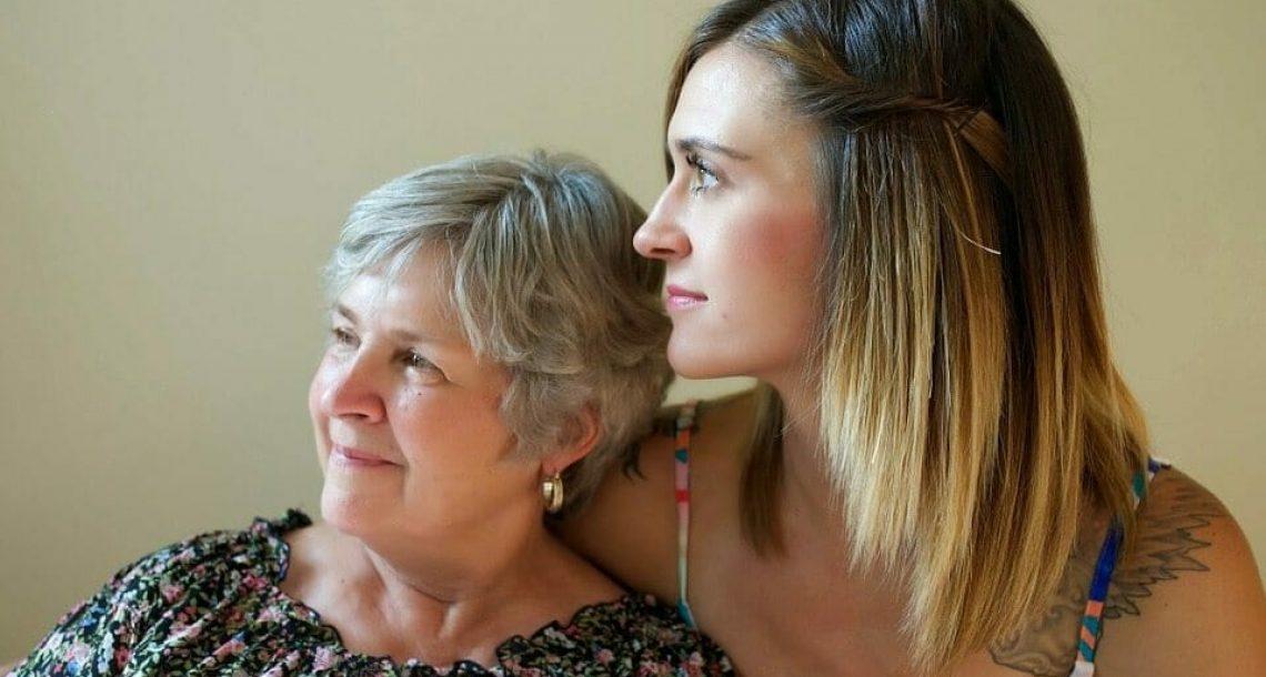 מחקר חדש קובע: ככל שתבלו יותר זמן עם אמא שלכם, כך היא תחייה יותר שנים