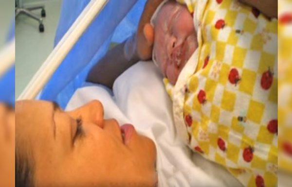 אמא נכנסה להריון דרך תורם זרע – שנתיים לאחר מכן היא מצאה אותו וגילתה דבר מדהים!